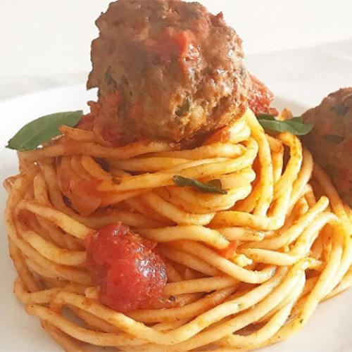 Spaghettis à la tomate et boulettes de viande recette